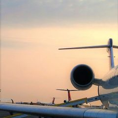 What are the advantages of renting a private jet to Nice?