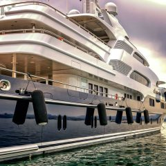 4 good reasons to travel on a yacht
